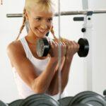 blonde bezig met gewichtheffen 1