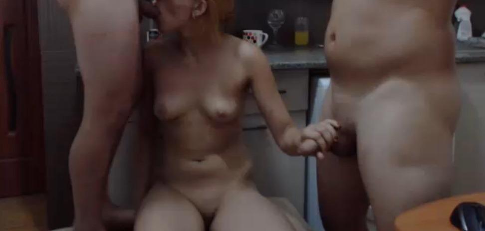 Trio seks live vanuit de keuken