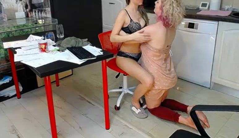 Laura_webcum geeft een inleiding in de vrouwenliefde
