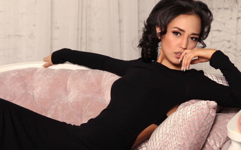 Aziatische Nicole slanke live diva met klein kontje