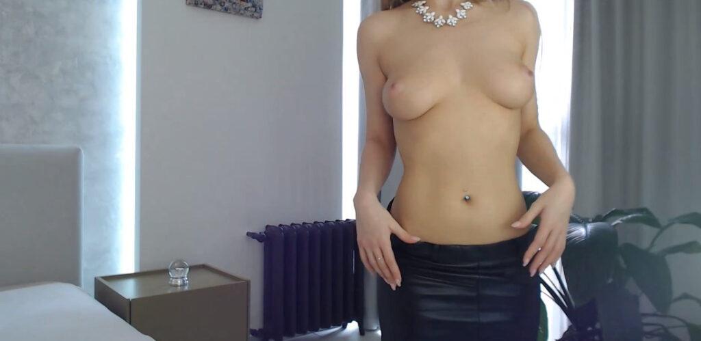 Sexy met in leer en topless